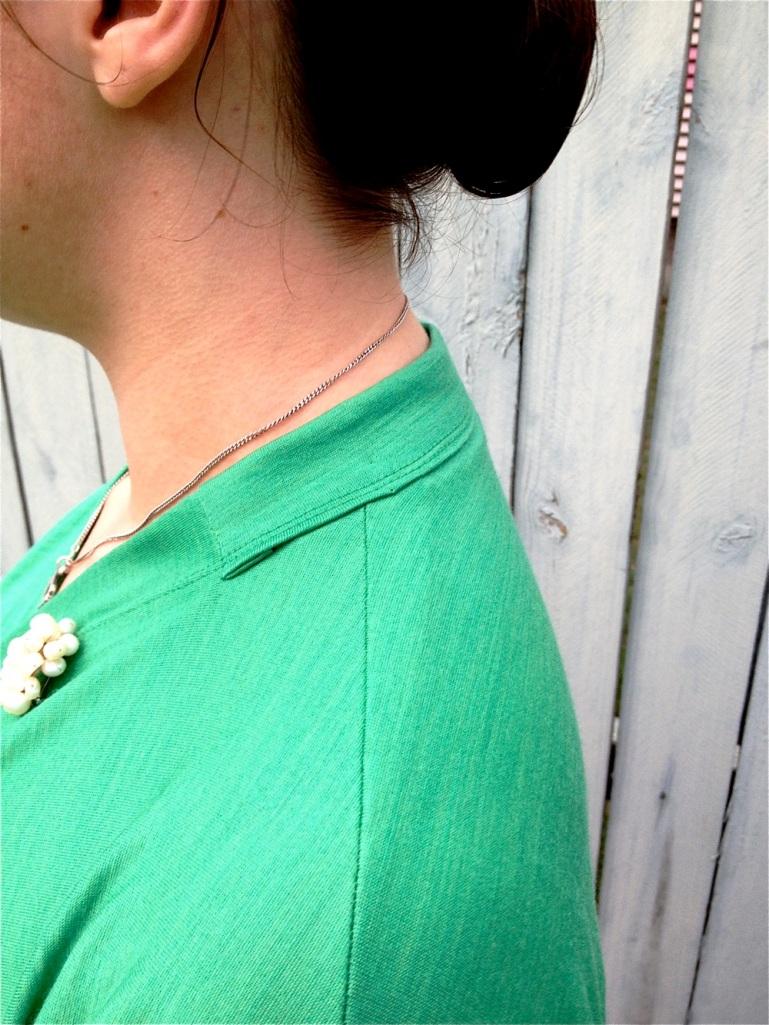 Emerald Pavlova Neck